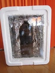 ペットボトルに水を入れて、断熱箱にセット